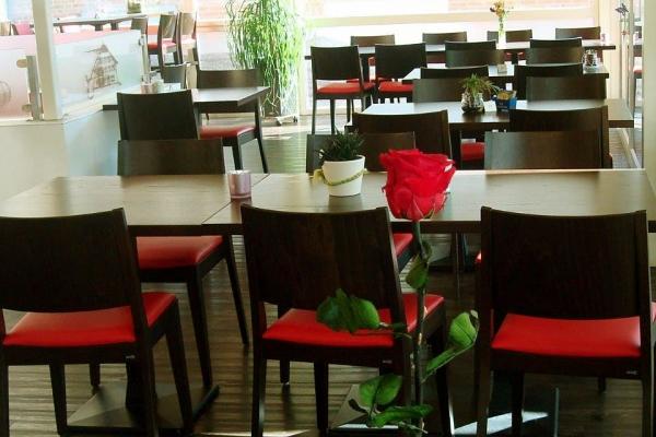 restaurant-00186F9502A-D3F3-84E2-AE6C-FCD843366AAC.jpg